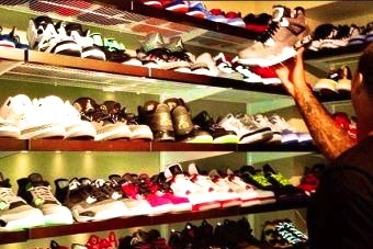 Knicks' Carmelo Anthony Shows off Massive Shoe Closet