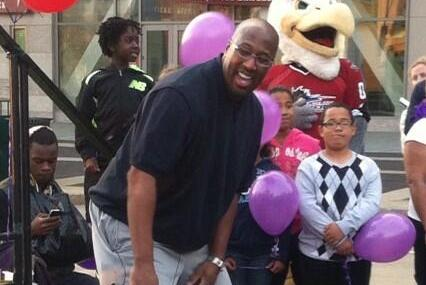 Cavs Coach Mike Brown Walks a Mile in Women's Heels for Charity