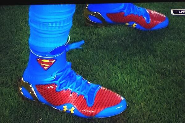 Panthers' Cam Newton Wears 'Superman' Cleats Before Game Against Buccaneers
