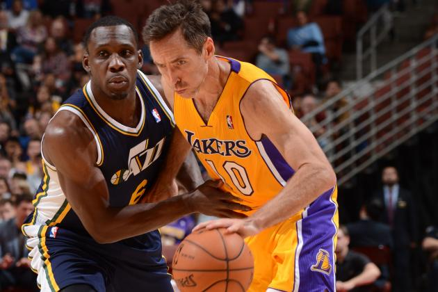 Steve Nash Dishes Over-the-Shoulder Assist to Shawne Williams
