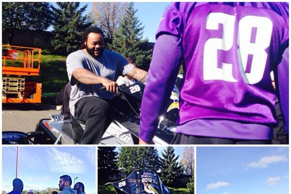 Adrian Peterson Surprises Vikings' O-Line with Snowmobiles
