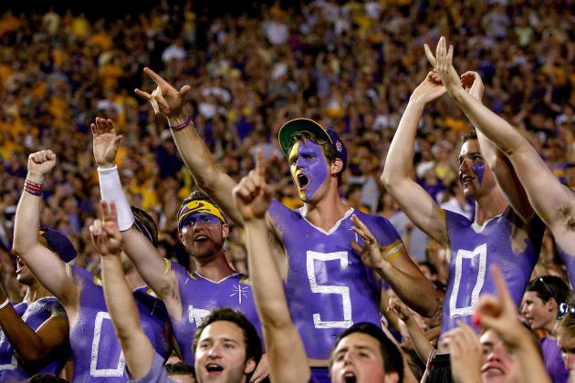 LSU Holds Moment of Silence for Slain Fan Holmes