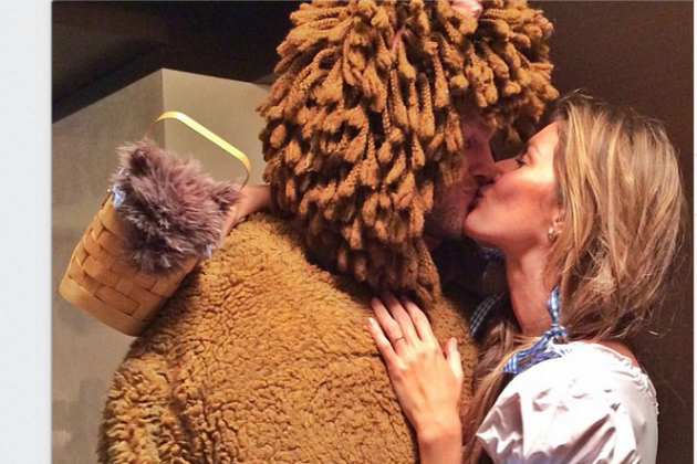 Brady Dresses Up as the Cowardly Lion for Halloween