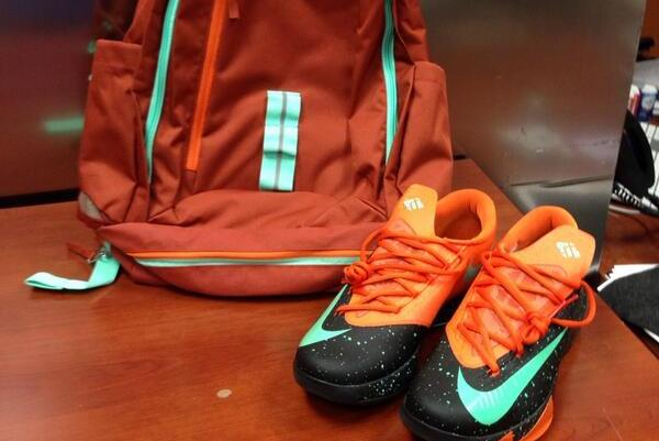 Thunder's Kevin Durant Gives Texas Basketball Team Travel Swag