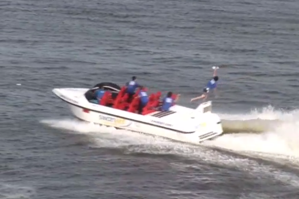 Frisbee Caught by a Speed-Boat Passenger Is Incredible