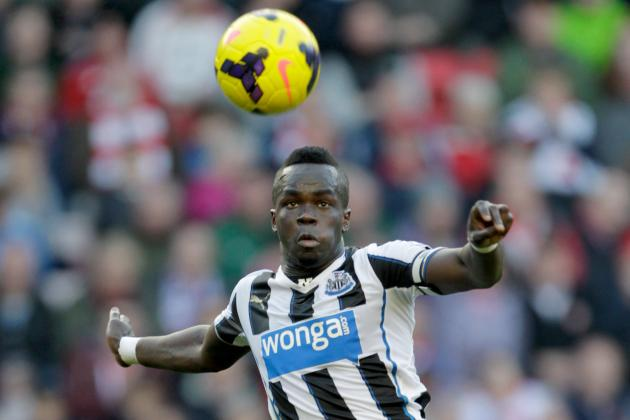 Cheick Tiote Comes off Injured vs. Chelsea