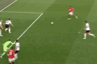 GIF: Antonio Valencia Scores from Wayne Rooney's Pass for Man Utd vs. Fulham