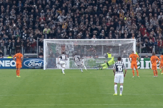 GIF: Arturo Vidal Scores from the Penalty Spot for Juventus vs. Real Madrid