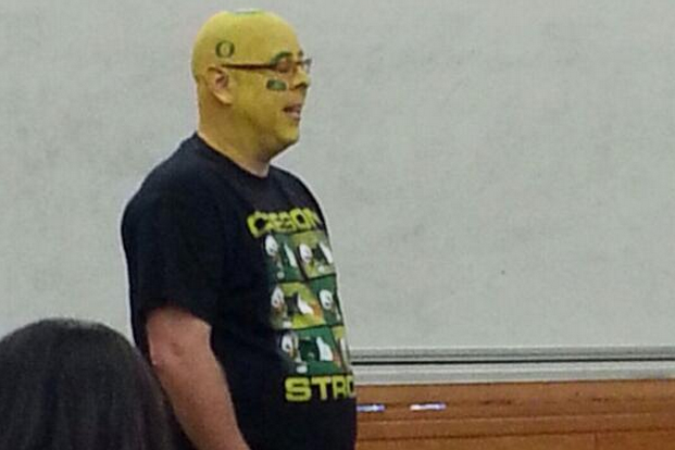 Oregon Professor Paints Head in Anticipation of Stanford Showdown vs. Ducks