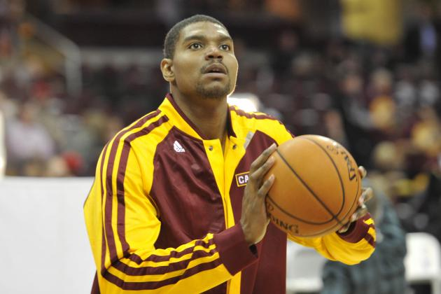 76ers Fans Let Andrew Bynum Hear It in Philadelphia Return