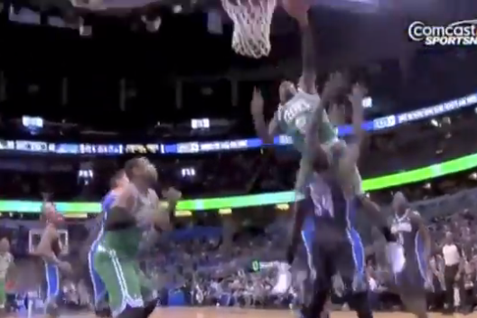 Video: Jeff Green Destroys Jason Maxiell with Monster Posterization