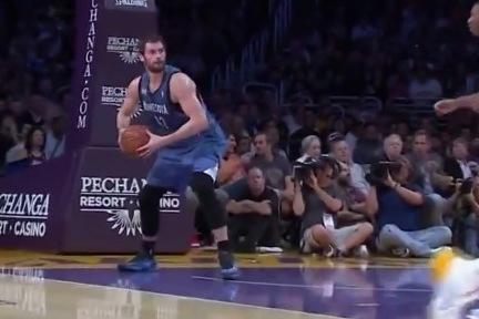 Kevin Love Throws Ridiculous Full-Court Outlet Pass vs. Lakers