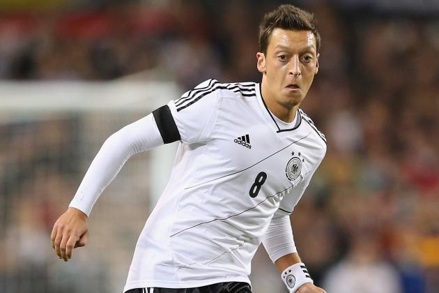 Mesut Ozil Rejects Nightclub Accusation After Late Germany Arrival from Arsenal
