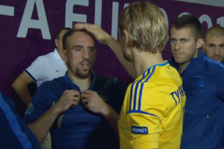 GIF: Franck Ribery Doesn't Like Being Petted on the Head