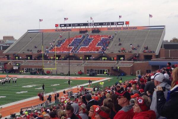 Illinois Student Section Attempts Card Stunt, but There Aren't Enough Students