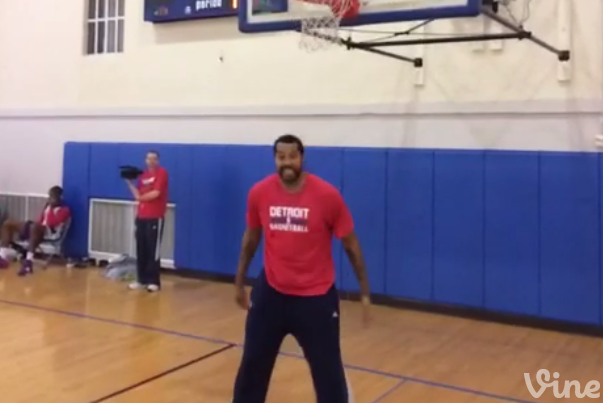 Rasheed Wallace and Tony Mitchell Have Dunk Contest After Pistons Practice