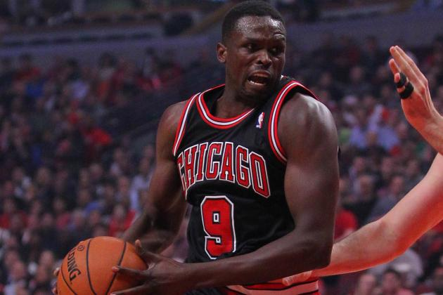 Luol Deng Keeping Bulls Competitive as Derrick Rose Struggles