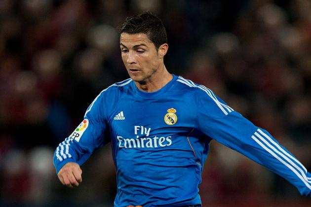 Ronaldo Leaves Pitch with Apparent Injury