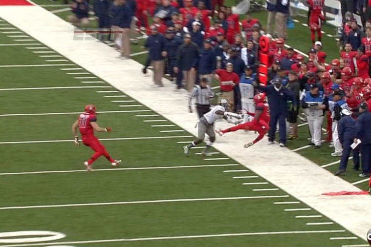 Marcus Mariota Tosses His 1st Interception of the Season on Acrobatic Tip Drill