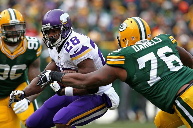 Vikings, Packers Play to Rare Tie at Lambeau