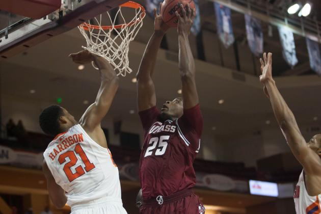 UMass Basketball 2013-14: UMass Earns First Top 25 Ranking in 15 Years