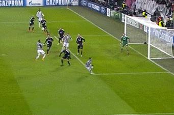 GIFs: Arturo Vidal Scores Hat-Trick for Juventus vs. Copenhagen