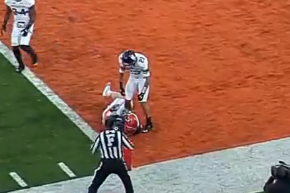Video: Hull Makes Incredible TD Grab on the Turf