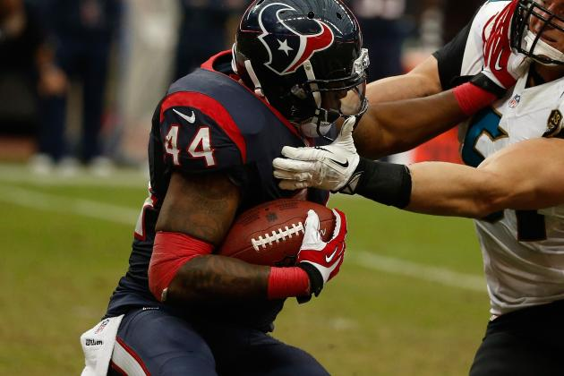 Texans Grind Away at Patriots, Lead 17-7 at Half