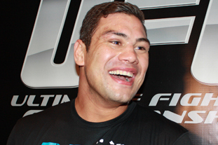 TUF 18 Finale Overshadowed by Life-Threatening Condition Del Rosario