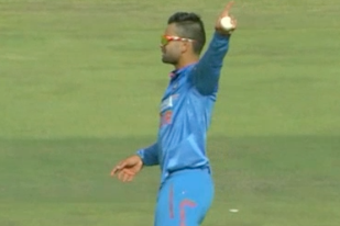 GIF: Virat Kohli Gives Quinton De Kock (135 from 121 Balls) a Big Send-Off
