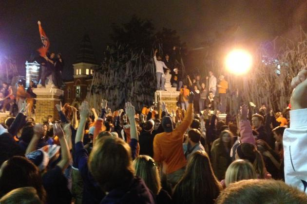 Auburn Fans Celebrate BCS Championship Game Berth at Toomer's Corner