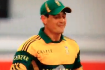 GIF: Quinton De Kock Takes Brilliant Catch to Dismiss MS Dhoni, but Not Happy