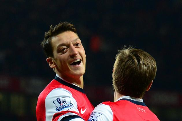 GIF: Mesut Ozil Scores to Put Arsenal 1-0 Ahead of Everton