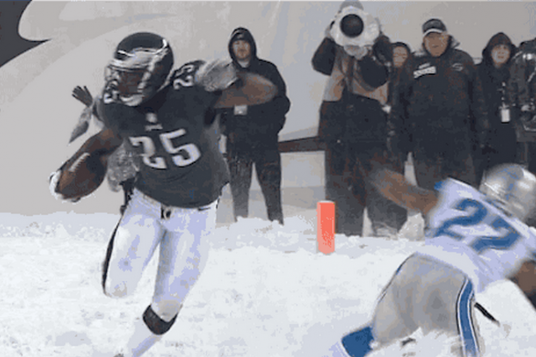 LeSean McCoy Runs All over Detroit Lions En Route to over 200 Rushing Yards