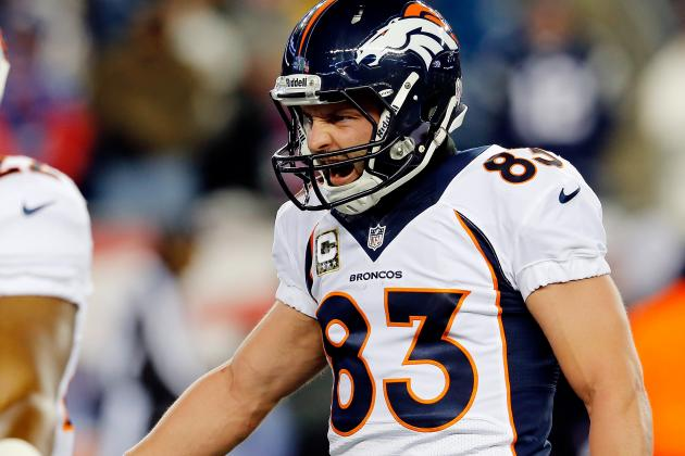 Welker Heads to Locker Room with Head/Neck Injury