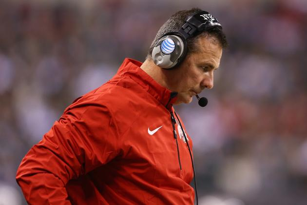 Urban Meyer Eating Pizza on Golf Cart Sparks Twitter Reaction