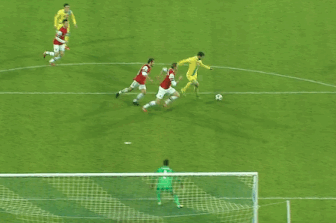 GIF: Gonzalo Higuain Scores for Napoli vs. Arsenal in Champions League