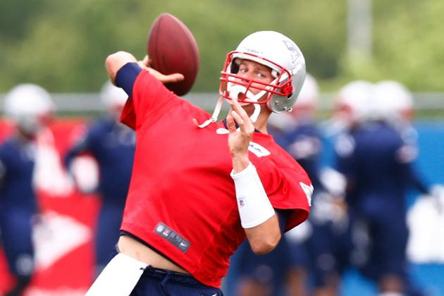 Tom Brady Limited Again with Right Shoulder Injury