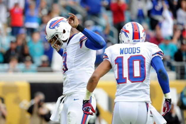 Woods and Manuel Reconnect in Passing Game