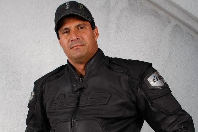 Jose Canseco Explains How He'd Fix Texas Football on Twitter