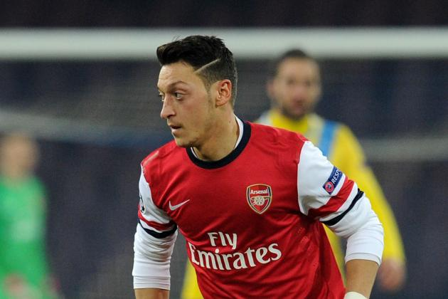 Arsenal Force Mesut Ozil to Sing Carols at Christmas Party