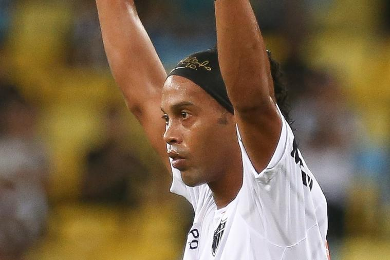 GIF: Ronaldinho Has His Boots Taken off His Feet by Raja Casablanca Players