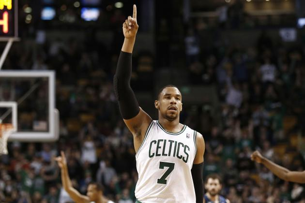 Jared Sullinger Shows Pistons How to Score on Inbound with 0.2 Seconds on Clock
