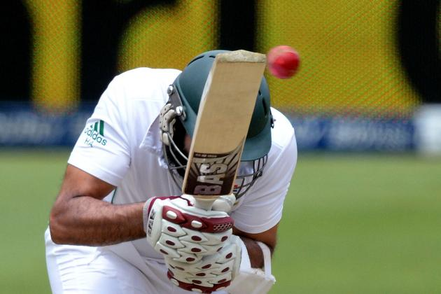 GIF: Hashim Amla Bowled While Kneeling Down in Bizarre Dismissal