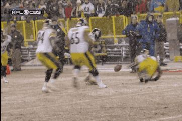 Blocked Field Goal Leads to Controversial Penalty in Steelers-Packers Game