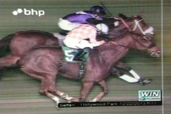 Final Race at Hollywood Park Results in Photo Finish