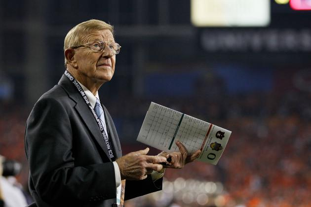 Twitter Reactions to Lou Holtz Calling the 2013 Sheraton Hawaii Bowl