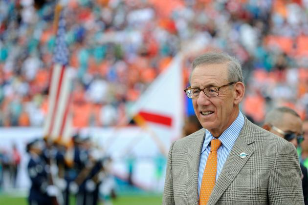 Dolphins Owner Stephen Ross Gives Pep Talk to Team