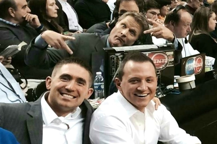 Steve Kerr Pulls off a Hilarious Photobomb on Fans at Clippers-Blazers Game