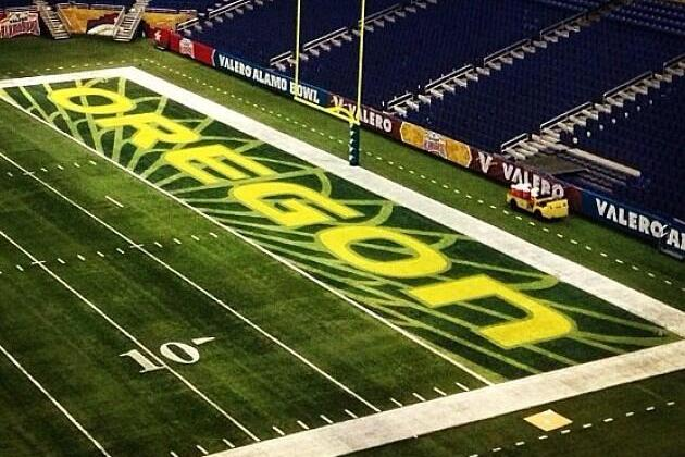 Oregon Ducks' End-Zone Design and Cleats for the Alamo Bowl Are Impressive